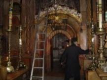 Dentro del santuario del Santo Sepulcro